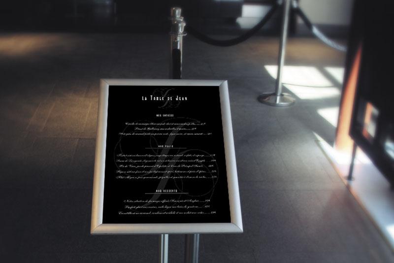 menu extérieur du restaurant La table de Jean pour la série télévisée Mongeville passant France3